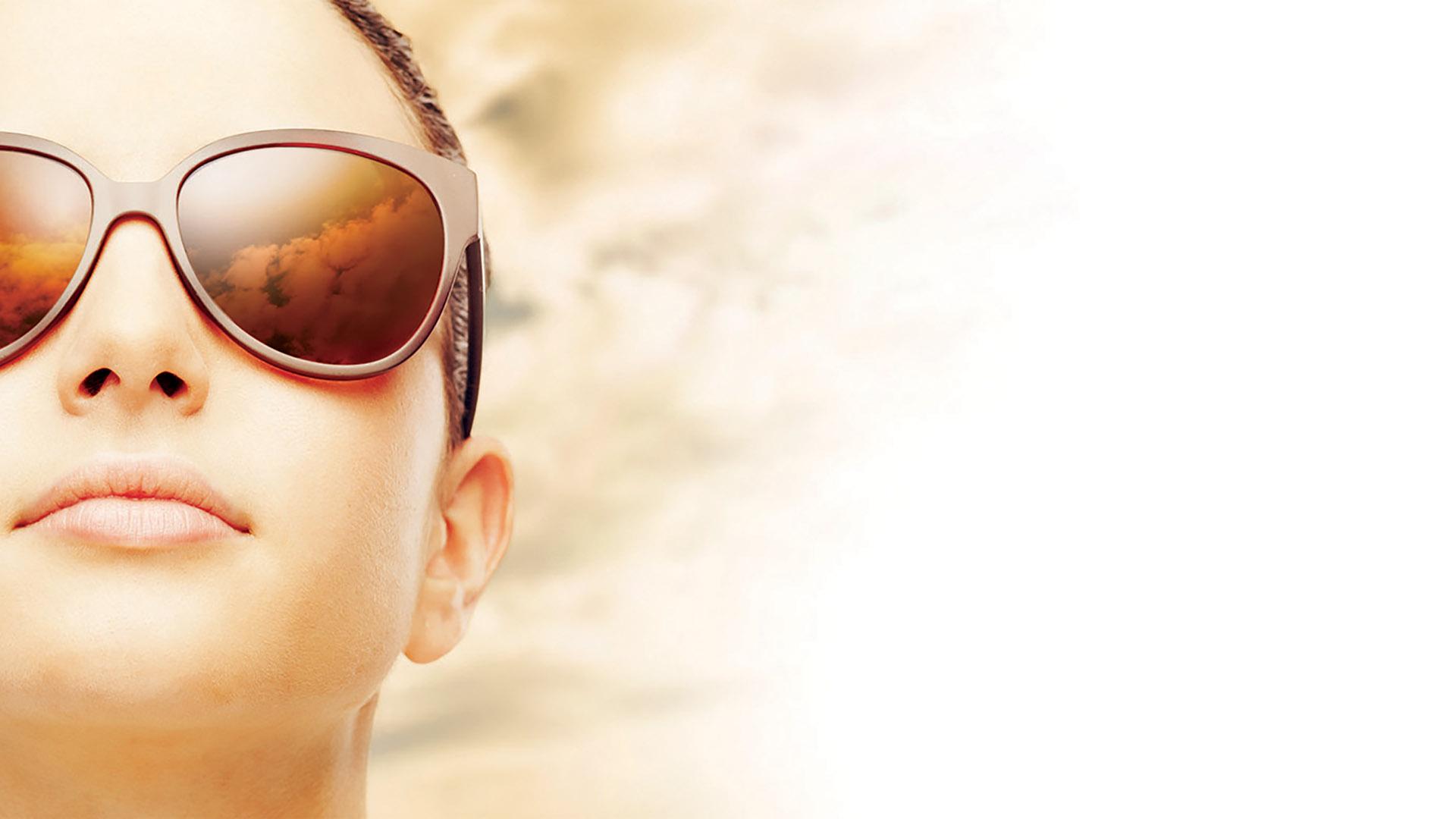 Woman wearing sun glasses
